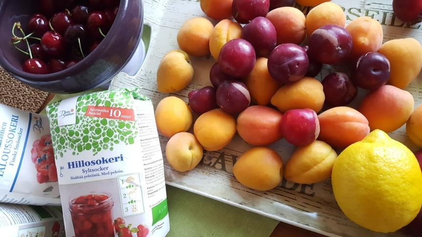 Luumu-kirsikkahillo ja aprikoosihillo